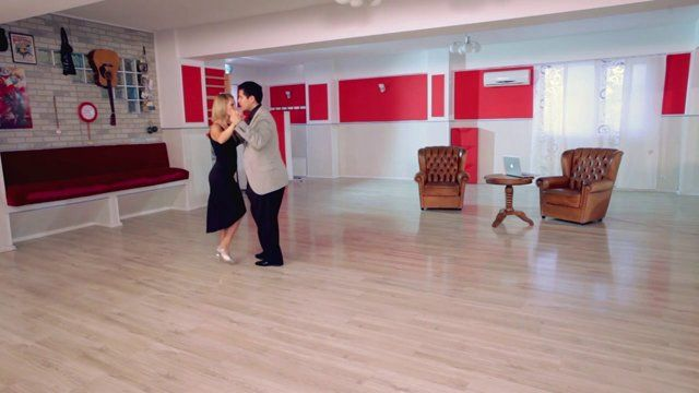 Argentine tango - Vals 6: the basic counting for giro and contragiro. Watch the entire lesson on www.tangomeet.com.