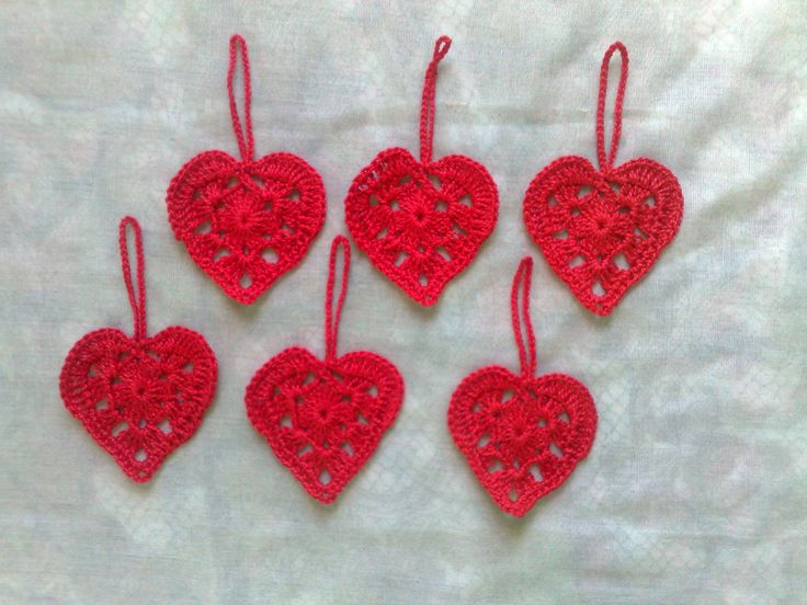 """Danke für die freundlichen Worte! ★★★★★ """"Very cute hearts that I'm using for Christmas decorations. Thanks!! :-) """" Lori http://etsy.me/2AYoJQR #etsy #materialwerkzeug #rot #geburtstag #weihnachten #nahen #nein #roteherzen #rotebaumwolle #gehakelteanhanger"""