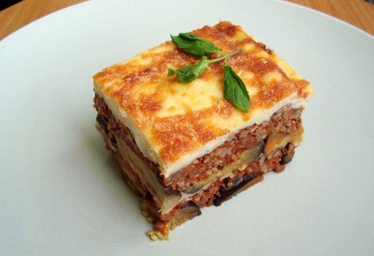 Necesitamos   Imagen: milrecetas.net    100 gramos de queso emmental 3 berenjenas 1 cebolla 2 zanahorias 1/2 pimiento rojo 2 dientes de ajo ...