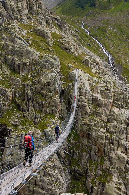 Triftbrücke!  In the Swiss Alps!!  If I plan it right, I can walk this trail AND see Die Eiger in one trip!