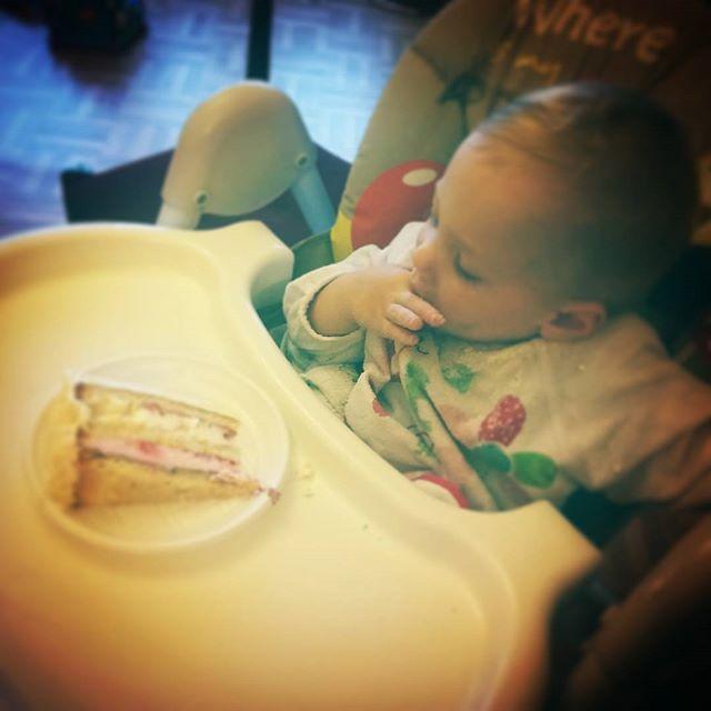 Pierwszy tort w życiu 😉 #birthday #firstbirthday #urodziny #pierwszeurodziny #pierwszytort #instaboy #instababy