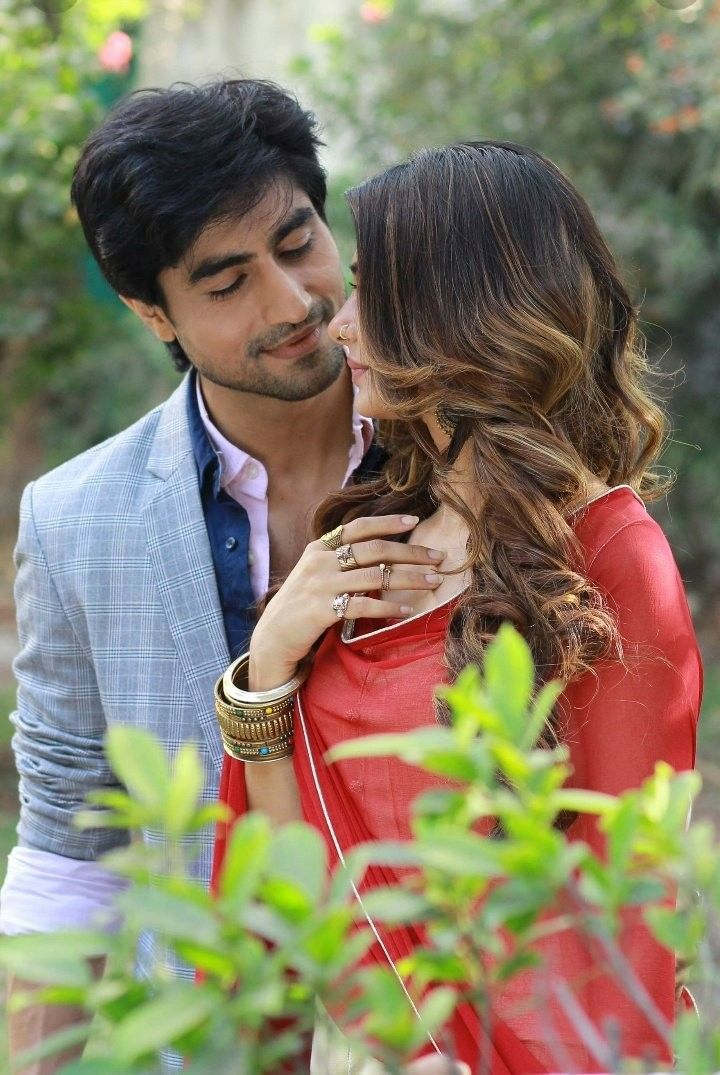 Love Couple Wallpaper With Quotes In Hindi Cute Couple Cute Couples In 2019 Jennifer Winget