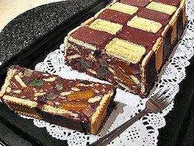 Bucatar maniac si prietenii: Tort sah de biscuiti cu fructe confiate si nuca