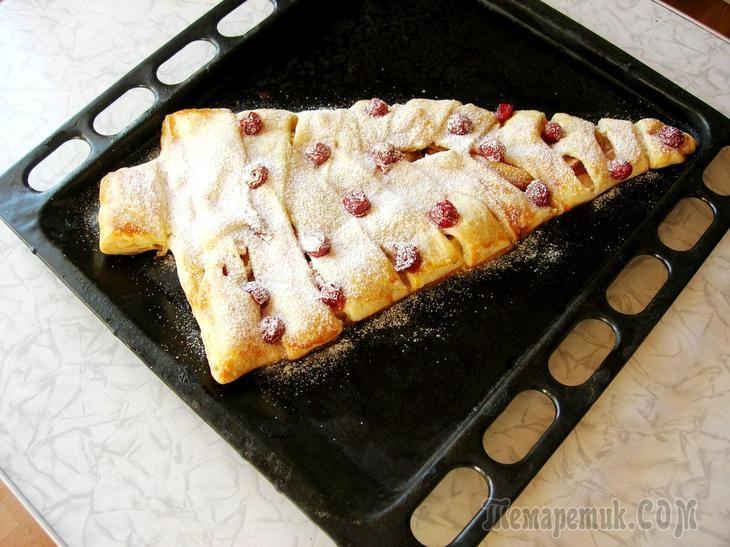 """Предлагаю простой рецепт приготовления пирога к новогоднему столу. Пирог """"Елочка"""" не требует много времени на приготовление и особых затрат на ингредиенты. Таким пирогом Вы точно сможете удивить своих..."""