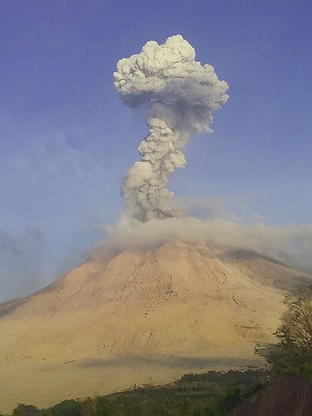 Volcanoes Today, 2 Mar 2016: Fuego Volcano, Erta Ale, Sinabung, Telica, Suwanose-jima, Momotombo Suwanose-jima (Ryukyu Islands): After a period of relative calm since last October, a new phase of strombolian activity occurred this morning at the volcano. Time-lapse video from Sinabung (Sumatra…