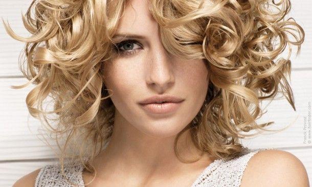 Orta Uzunlukta Saçlar İçin Kıvırcık Topuz Nasıl Yapılır ? http://www.makyajtelevizyonu.com/kategoriler/sac-modelleri-video/kivircik-sac-modelleri-video