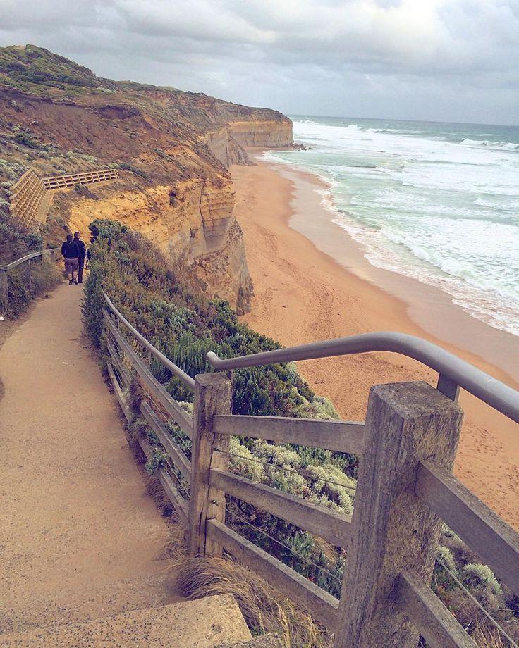 Когда я не могу уснуть я пересматриваю фото тех мест которые изменили мою жизнь раз и навсегда. Цель становится более реальной и достижимой и желание приблизиться к ней усиливается.#минутканостальгии #путешествие #накраюсвета #австралия #мельбурн #melbourne #12apostles #travel #12.01.15 #australia #mydream #oneyearago by zhenyaartistic http://ift.tt/1ijk11S