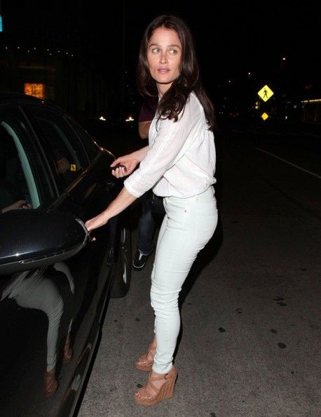 Robin Tunney Photos Photos - 'The Mentalist' actress Robin Tunney enjoys a night out on the town on April 30, 2014 in Los Angeles, California. - Robin Tunney Enjoys a Night Out