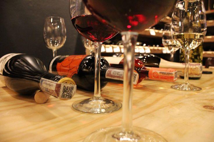 Wine Wednesday... Los esperamos en Boutique 90 para disfrutar de nuestros vinos! www.daniel.com.co/boutique90