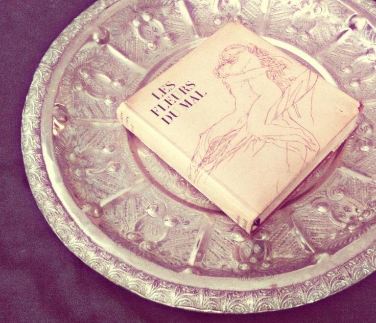 """La nostra Francesca Romana prende questa """"ostia"""" tutte le volte che può. La sua libreria, bè, è piena di altre cose."""