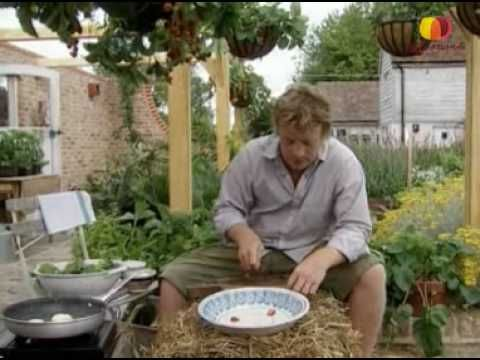 Джейми Оливер готовит салат из клубники - YouTube