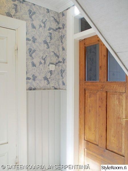 eteinen,hirsitalo,vanha talo,vanha ovi,puolipaneeli