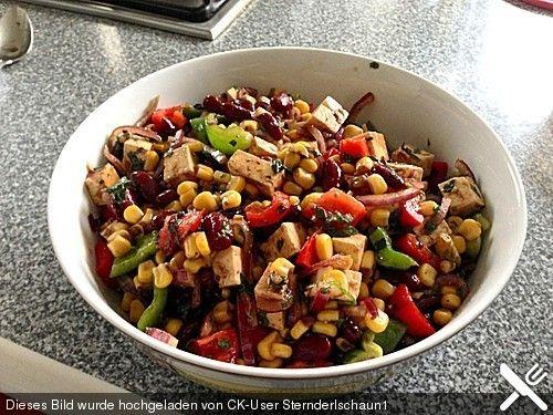 Bohnensalat mit Mais, Paprika und Schafskäse