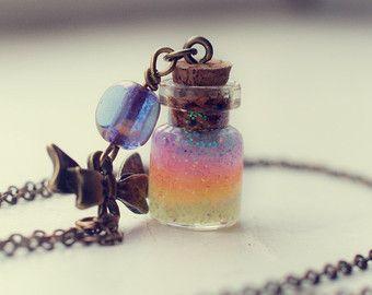 Collana bottiglia di arcobaleno. Gel glitter di 13thPsyche su Etsy