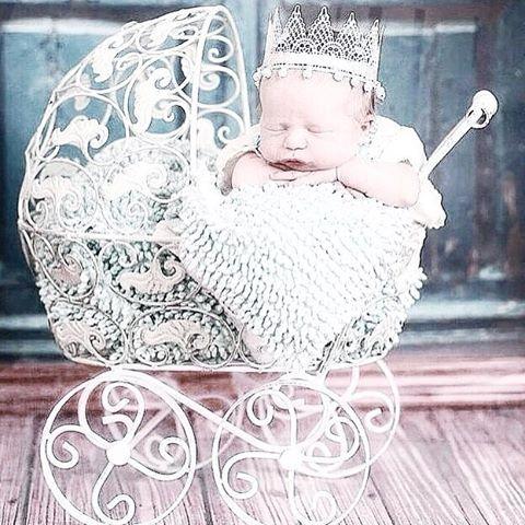 Всем известно, что мужчина Страстно ждет рождения сына, Только дочь с течением дней Обожает все сильней. ⠀ Теплый маленький комочек, Кружевной смешной кулечек, Пусть пока в ней мало веса, Дочка #❤️ — папина принцесса 👸 🌸👑🌸👑🌸👑🌸👑🌸👑🌸 #мимимодаkids#инстамама#дети#сын#дочь#одеждадлядетей#одеждадляноворожденных#интернетмагазин#качествоподоступнойцене#приморскоахтарск#ахтари#краснодар#модныедетки#ямама#baby#моесчастье#летняяодежда#на#длядевочки#лето#babylook#модная