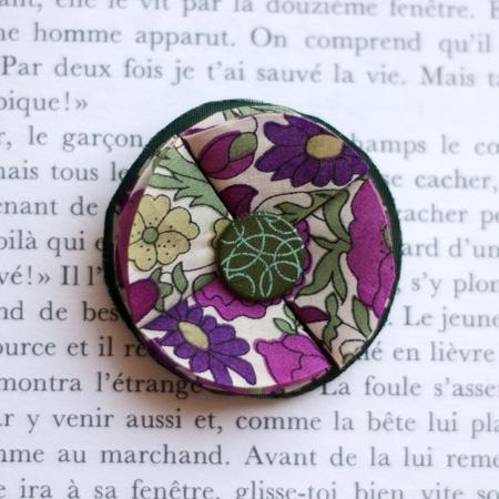 "1.7"" Fabric brooch 'Pagan Poetry' - $13.30  #broche #brooch #tissu #fabric #peachbanana"