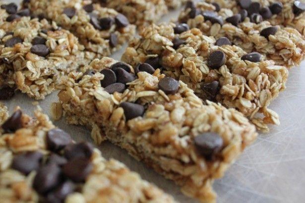 Crispy Chocolate Chip Granola Bars | TheMarathonMom.com
