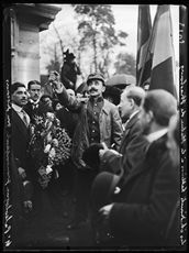 World War One. Rally of Hellenic students showing their sympathy for France on the occasion of the departure of mobilized Greek people living in Paris. Major Dragasès Paléologue, President of the Hellenic Patriots and of the League of Volunteers, making a speech at the bottom of the Strasbourg statue. Paris, early October 1915. Photograph published in the newspaper  Excelsior  of Thursday October 7, 1915.