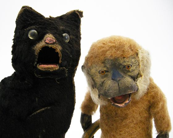 toy cat, toy monkey, possibly forerunners of Waldorf & Statler . . . oh my..Love these 2!!!