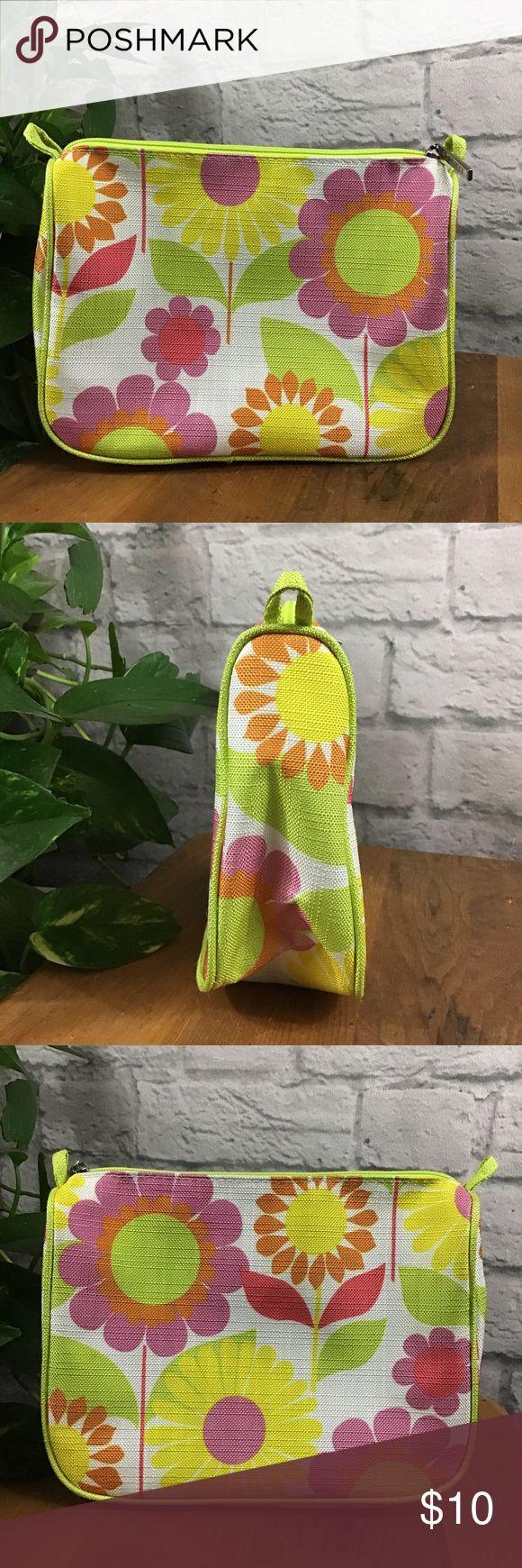 SALE! 3/10 Clinique floral makeup bag 🍃 Makeup bag