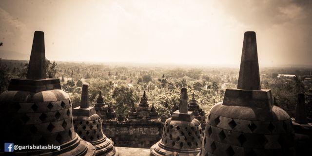 Penuh Sesaknya Wisata ke Candi Borobudur Saat Peak Session