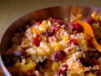 kuskus s ovocem-dělená strava kytičky