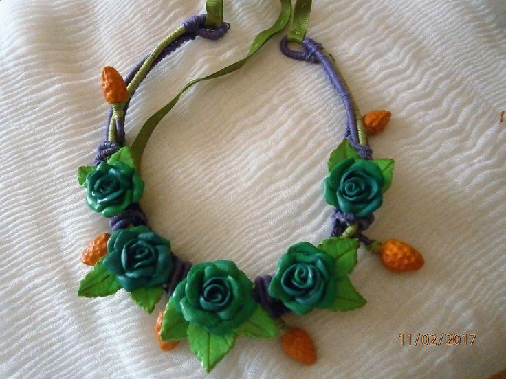 Rose azzurre con fruttini arancio. Primaverile. Fatta a mano senza stampi. di PaTrieste su Etsy