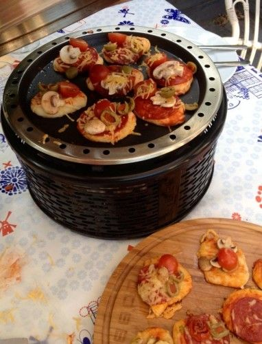 Mini pizzas on the Cobb - easy and with endless possibilities. Let the children help!