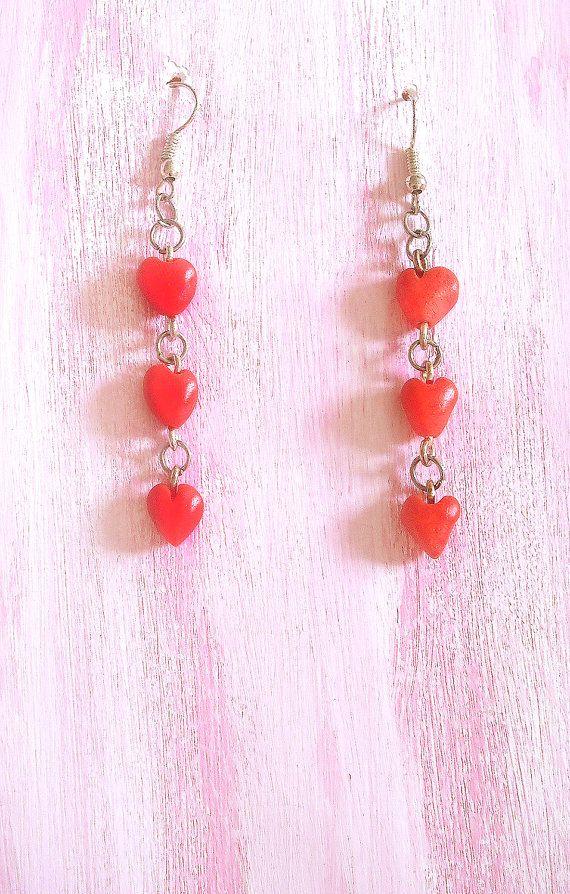 Orecchini con tre cuori rossi piccoli fatti a mano in Porcellana Fredda, idea regalo per fidanzata