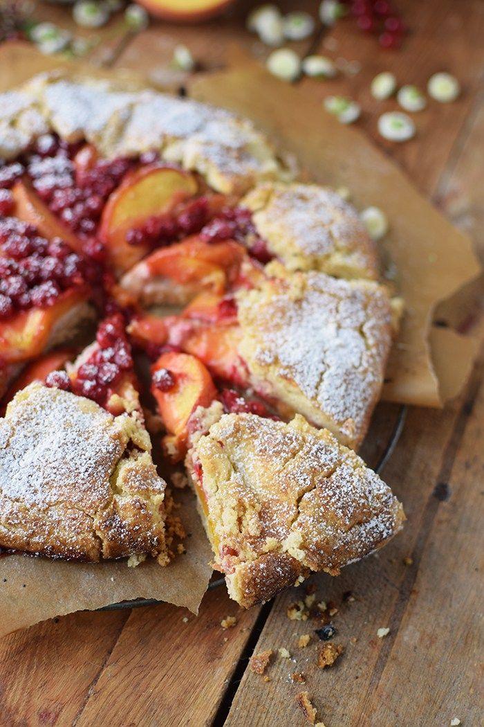 Galette mit Pfirsichen und Beeren - Peach Berry Galette | Das Knusperstübchen