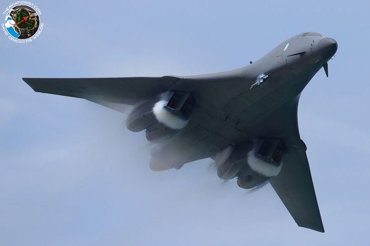 The Aviationist  Jet-porn: U.S. Air Force B-1 bomber flying low and fast in some of the best Bone photos ever taken.