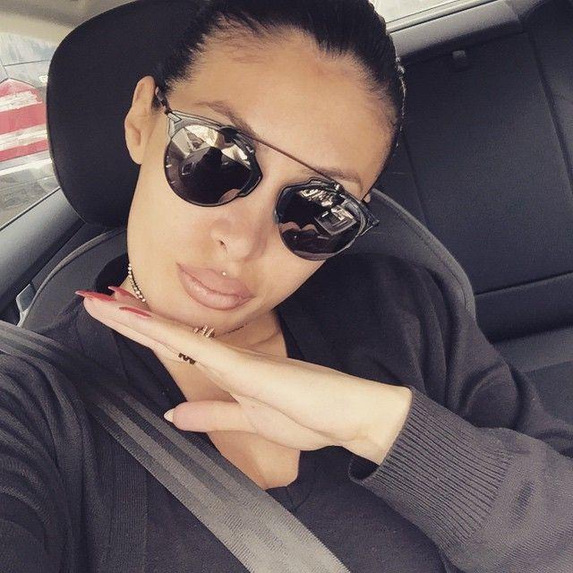 """Këngëtarja e njohur, Nora Istrefi e cila ka vijuar mësimet në shkollën e mesme të muzikës """"Prenk Jakova"""", notat siç duket nuk ...Puhia.com #lifestyle #portal"""