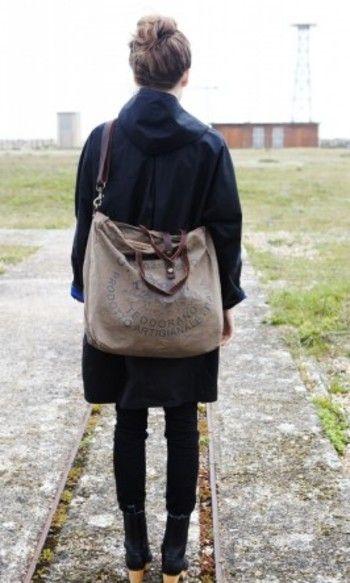 かばんの中も心の中も。シンプルに整ったら、さぁ出かけましょう。