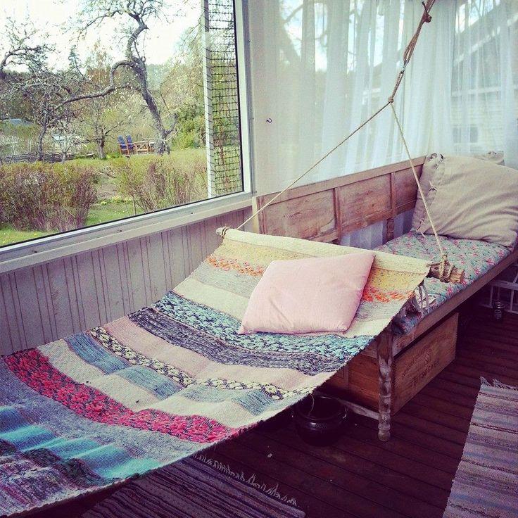 En gammal trasmatta kan bli en vacker och annorlunda hängmatta . Fint och smart! Tipstack till Lina Lundberg . Foto: Lina Lundberg