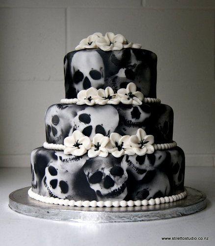 Halloween wedding anyone? Halloween wedding cake Keywords: #weddings #jevelweddingplanning Follow Us: www.jevelweddingplanning.com  www.facebook.com/jevelweddingplanning/