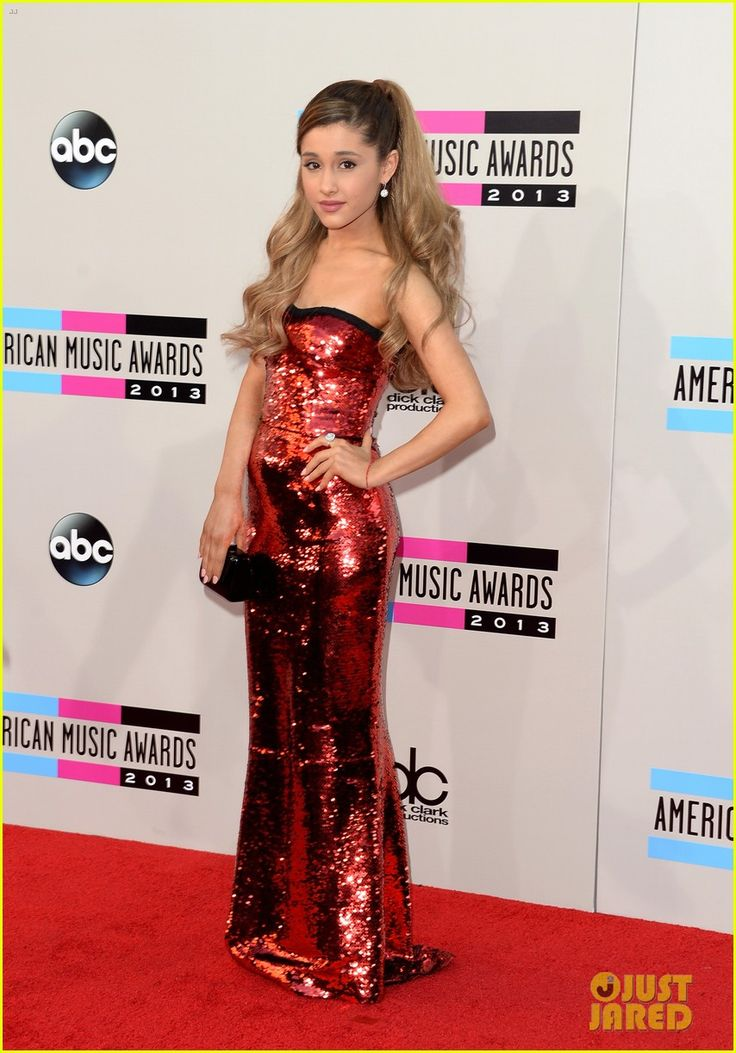 Ariana Grane AMAS '13 I LOVE HER DRESS.