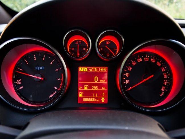 Dashboard in VXR mode. Opel Astra J OPC,