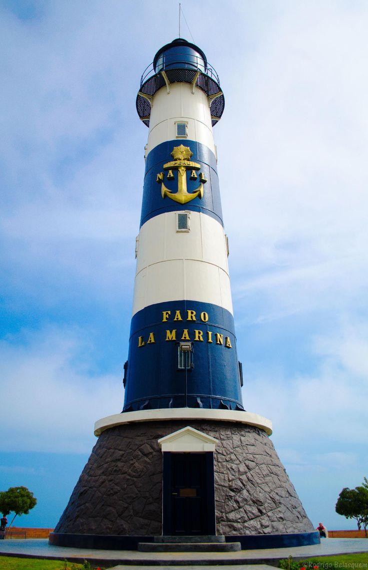 Lighthouse Miraflores - Lima - Peru. Leuchtturm über der Pazifikküste von Lima Peru. repined by www.chirimoyatours.com deutschsprachiger Peru Reiseveranstalter in Lima.
