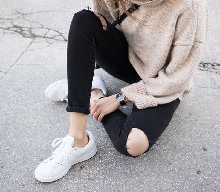 #outfit #beige #sweater #stansmith #shoes #black #skinnyjeans #street