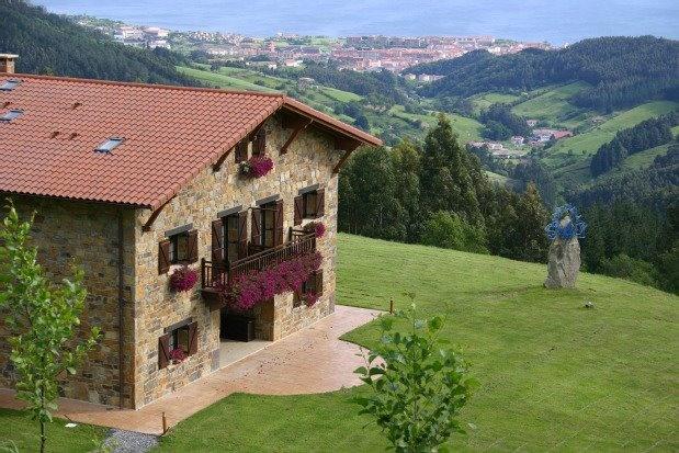 Casa rural Lurdeia. Bermeo, Vizcaya. (Euskadi/País Vasco) http://www.toprural.com/Casa-rural-habitaciones/Lur-deia_44222_f.html