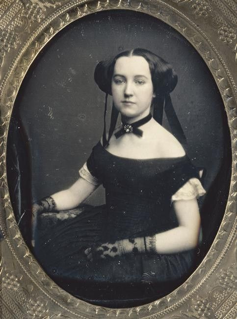 olosta:  Early Victorian daguerreotype portrait of a woman, ca 1850 She looks a bit like Princess Amidala...