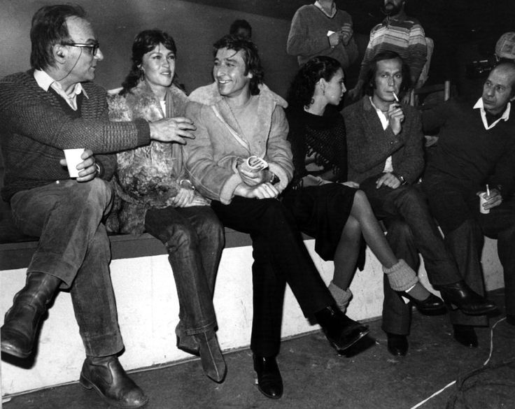 De izquierda a derecha, el director Carlos Saura, la cantante Marisol, el bailarín Antonio Gades, la actriz Laura del Sol y el guitarrista Paco de Lucia (segundo por la derecha).