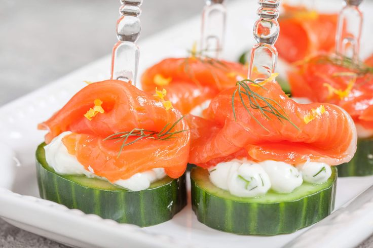 And who wouldn't feel hungry with the prospect of munching on thin slices of salmon sitting on a base of fresh cucumbers covered in cream cheese.  Click the link to see the full recipe details http://bit.ly/2hyGdsQ