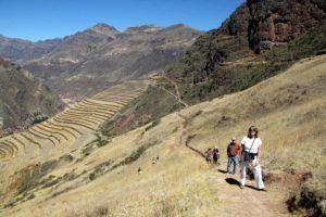 Peru-Pisac-ruins-trails-through-agricultural-terraces