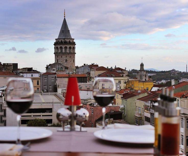 Galata Kulesi ve Haliç'in büyüleyici atmosferinde, birbirinden lezzetli yemekleri, nefis mezeleri ve geniş bar menüsü ile #DarinnRestaurant sizleri bekliyor.  Detaylı bilgi ve rezervasyon için: 0212 2523232