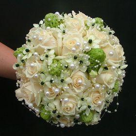 rózsa, ornithogalum, gyöngyök menyasszonyi csokor - esküvő virág
