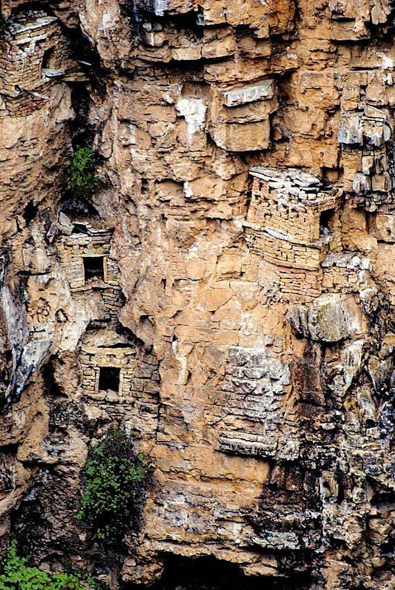 """Cultura Chachapoya tumbas en el borde de la Amazonía en el Perú. El Inca les llamó los """"Guerreros de las Nubes"""", debido a la selva alta en la que vivían."""