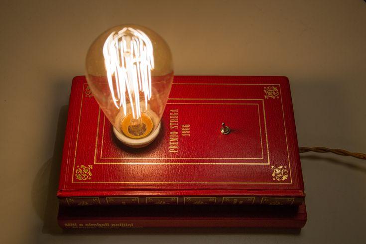 """Lampada da tavolo comodino con libro Book Lamp Bedside Vintage """"Premio Strega 1966"""""""