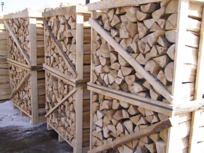 """Прежде чем купить котел или камин на дровах, обычно, возникает вопрос: """"Сколько дров нужно заготовить, чтоб хватило на всю зиму""""? И это вопрос достаточно актуален, поскольку альтернативное отопление планируется для того, чтобы экономить. Поэтому попробуем посчитать...  opalennya drovamy""""Какие дрова?!!! Мы дожили до такой цивилизации как газ!"""" - очень часто можно услышать, когда предлагаешь альтернативное отопление."""