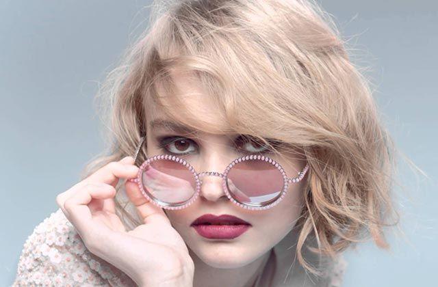 La fille des deux superstars Johnny Depp et Vanessa Paradis pose pour la nouvelle collection de lunettes de Chanel. Et voilà que la boucle du showbiz est bouclée.